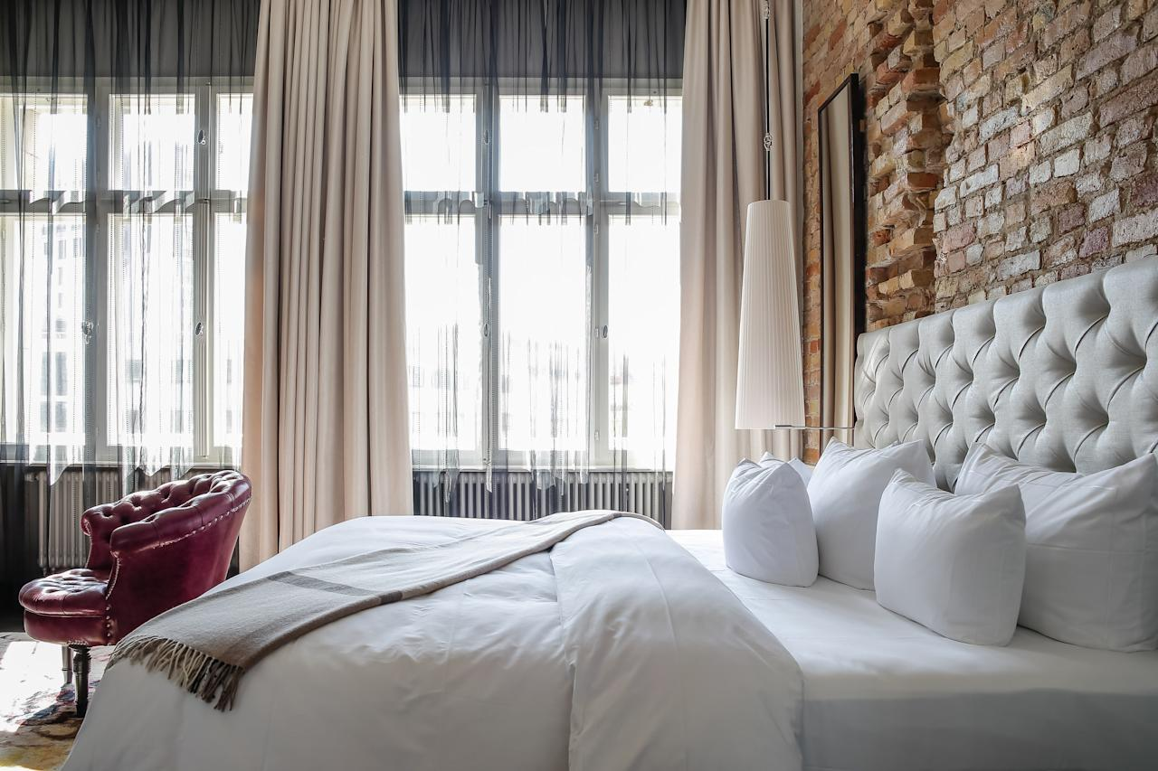 <p><strong>Start us off with an overview and an entrance.</strong><br> Built in 1891 as a private residence and converted into a hotel in 1911, this has been one of West Berlin's poshest stays for more than a century. In the 1950s, it served as the VIP hotel for the Berlin International Film Festival and was a haunt for A-listers like Grace Kelly and Sophia Loren. So it's fitting that the hotel's glamorous history has been reinterpreted by two Hollywood designers, Dayna Lee and Ted Berner. To reach reception, you must walk a long, jade-green carpet woven with images of leopards, a nod to both the hotel's name and a clever twist on its silver-screen past. The lobby wows upon entry: soaring 22-foot ceilings, double-height windows, and a glassed-in fireplace sit below an immense chandelier dripping with delicate chains. Tom Dixon wing chairs and oversized red velvet sofas add to the glam factor, while comfortable leather club chairs invite lounging.</p> <p><strong>How elegant. And who will we see here?</strong><br> Socialites, fashionistas, and scenesters.</p> <p><strong>What are the rooms like?</strong><br> The 141 rooms and suites have an Art Deco feel, and luxe detailing like rich velvet and leather furnishings, platform beds, gleaming hardwood floors, and plush area rugs. Each has a different layout, but all are on the smaller size; Petit rooms measure around 200 square feet, and the King Suites top out at 377 square feet and only the suites have freestanding tubs. The two sprawling six-floor Penthouse Suites are a different world altogether, with large seating areas outfitted with George Smith furnishings in fuchsia and pink; one has a balcony, another a double-sided fireplace. Some rooms overlook the courtyard; others have views of the Kurfürstendamm or the opulent historic Theater des Westens.</p> <p><strong>What are our food options, if we're not feeling like going beyond the lobby?</strong><br> Grace Restaurant offers small plates with an Asian and European fl