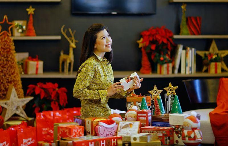 Systematic, efficient gift-giving? Stylish educator shares tips