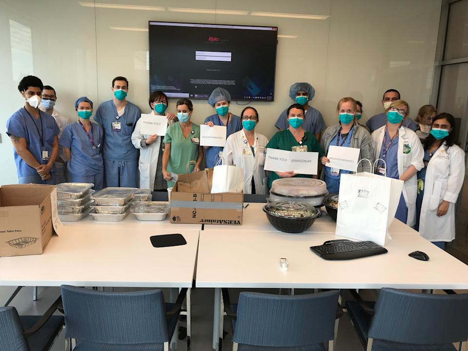 Hospital workers show gratitude for a delivery from Noshes for Nurses. (Photo: Courtesy of Jill Zarin)