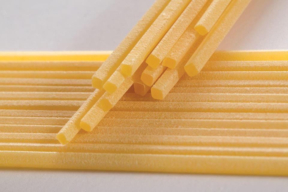 <p><strong>Category: </strong>Strand pasta<strong><br>Pronunciation:</strong> Spah-geh-tee ah-lah chih-tah-rah<br><strong>Literal meaning: </strong>Guitar spaghetti<br><strong>Typical pasta cooking time: </strong>10-13 minutes</p>