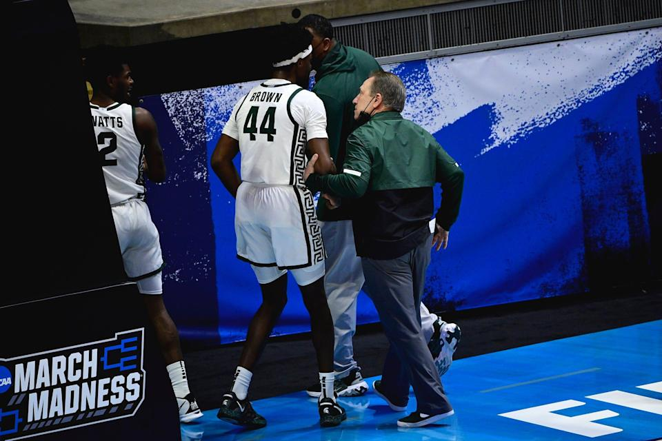 Michigan State coach Tom Izzo heads into the locker room as he talks with forward Gabe Brown at halftime during the First Four of the 2021 NCAA tournament at Mackey Arena on Thursday, March 18, 2021.