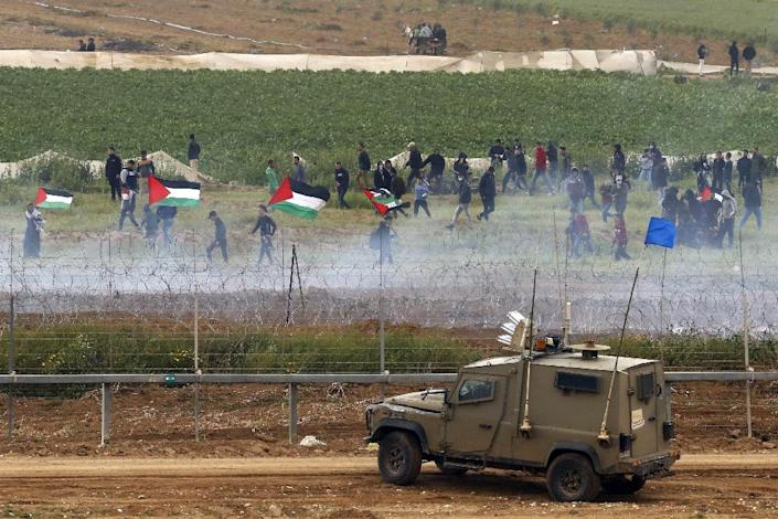 """Israel's army said around 40,000 """"rioters and demonstrators"""" had gathered in spots throughout the border (AFP Photo/Jack GUEZ )"""