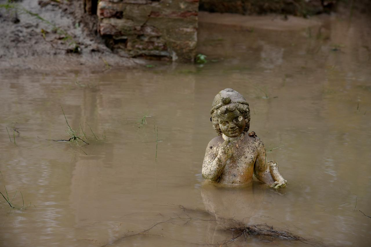 <p>An ancient statue is partly submerged under water at an archaeological site, following flash floods which hit the area, at the village of Dion, Greece, Nov. 18, 2017. (Photo: Alexandros Avramidis/Reuters) </p>