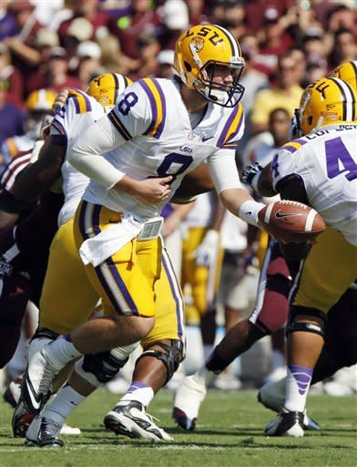 LSU quarterback Zach Mettenberger (8) hands off against Texas A&M during the first half of their NCAA college football game, Saturday, Oct. 20, 2012, in College Station, Texas. (AP Photo/Eric Kayne)