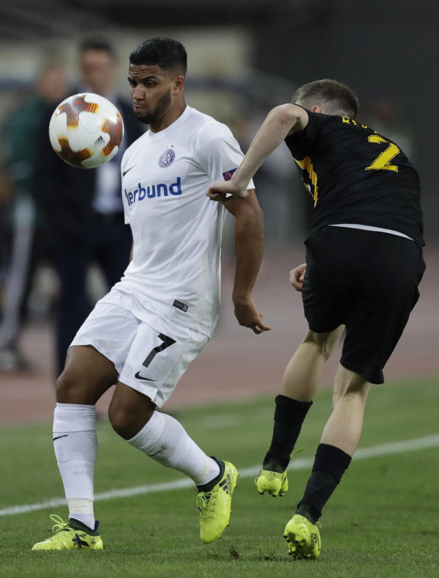 Austria's Ismael Tajouri-Shradi , left, challenges for the ball with AEK's Michalis Bakakis during the Europe League Group D soccer match between AEK Athens' and Austria Vienna's at Olympic Stadium of Athens, Thursday, Sept. 28, 2017. (AP Photo/Thanassis Stavrakis)
