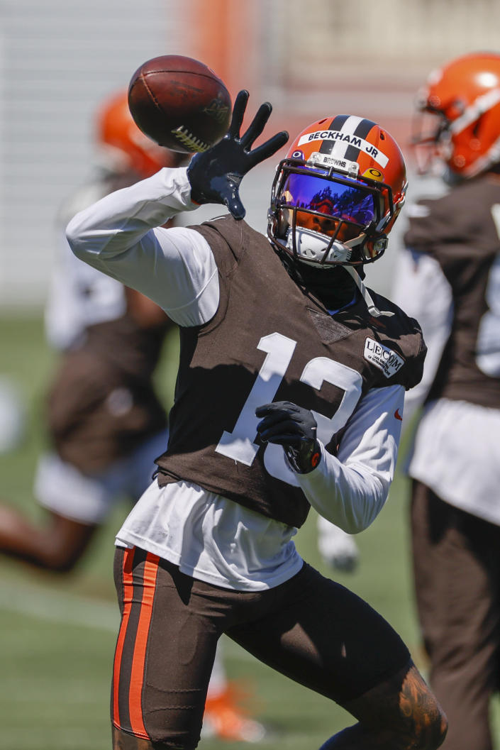 Cleveland Browns wide receiver Odell Beckham Jr. catches a pass during practice at the NFL football team's training facility Thursday, Aug. 20, 2020, in Berea, Ohio. (AP Photo/Ron Schwane)
