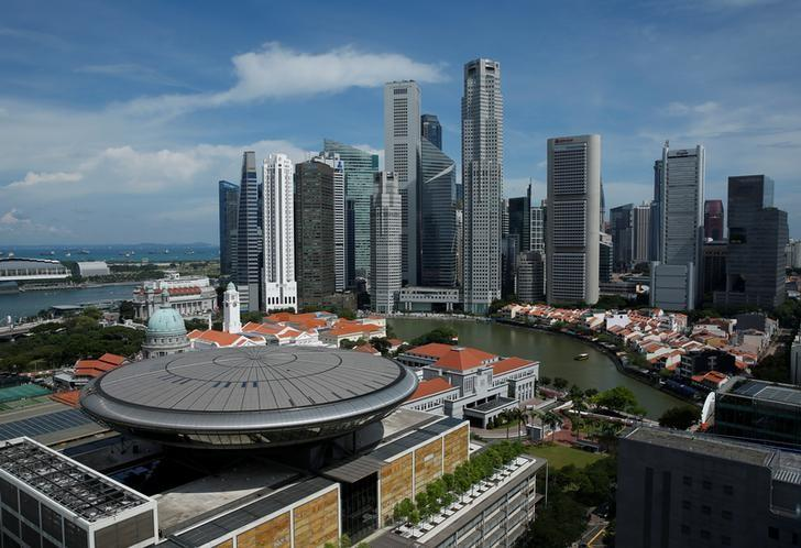 A view of the Supreme Court building in the backdrop of the skyline of Singapore's central business district May 27, 2016. REUTERS/Edgar Su/Files