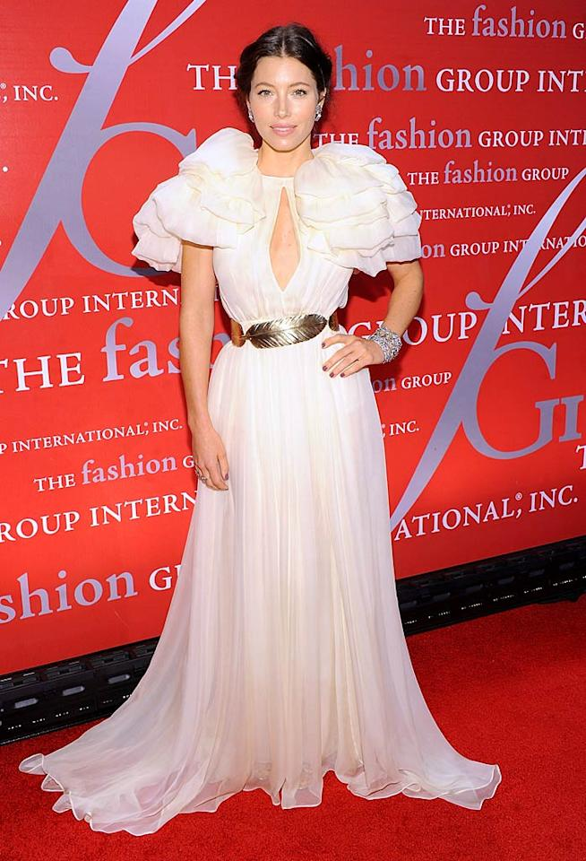 Jessica Biel resembled a linebacker for the Minnesota Vikings upon arriving at Fashion Group International's 28th Annual Night of Stars gala on Thursday evening. The fete -- which was held at Cipriani Wall Street  -- was attended by numerous well-dressed celebs, but for some reason Justin Timberlake's on-again/off-again gal pal decided to don this Giambattista Valli dress, which featured silly shoulder pads. (10/27/11)