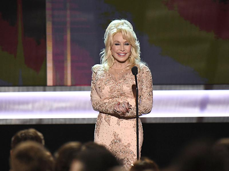 Dolly Parton wholeheartedly supports Whitney Houston's version of her song. (Photo: Kevork Djansezian/WireImage)