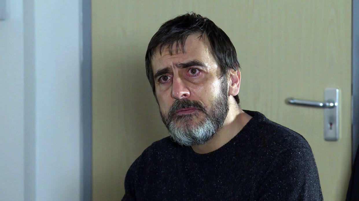 FROM ITV  STRICT EMBARGO - No Use Before Tuesday 30th March 2021  Coronation Street - Ep 1029596  Friday 9th April 2021  Peter Barlow [CHRIS GASCOYNE] attends his hospital appointment. When the consultant reveals that his liver hasn't improved, he needs a transplant, but there's no guarantee he'll be eligible for one, Peter's shocked.   Picture contact David.crook@itv.com   This photograph is (C) ITV Plc and can only be reproduced for editorial purposes directly in connection with the programme or event mentioned above, or ITV plc. Once made available by ITV plc Picture Desk, this photograph can be reproduced once only up until the transmission [TX] date and no reproduction fee will be charged. Any subsequent usage may incur a fee. This photograph must not be manipulated [excluding basic cropping] in a manner which alters the visual appearance of the person photographed deemed detrimental or inappropriate by ITV plc Picture Desk. This photograph must not be syndicated to any other company, publication or website, or permanently archived, without the express written permission of ITV Picture Desk. Full Terms and conditions are available on  www.itv.com/presscentre/itvpictures/terms