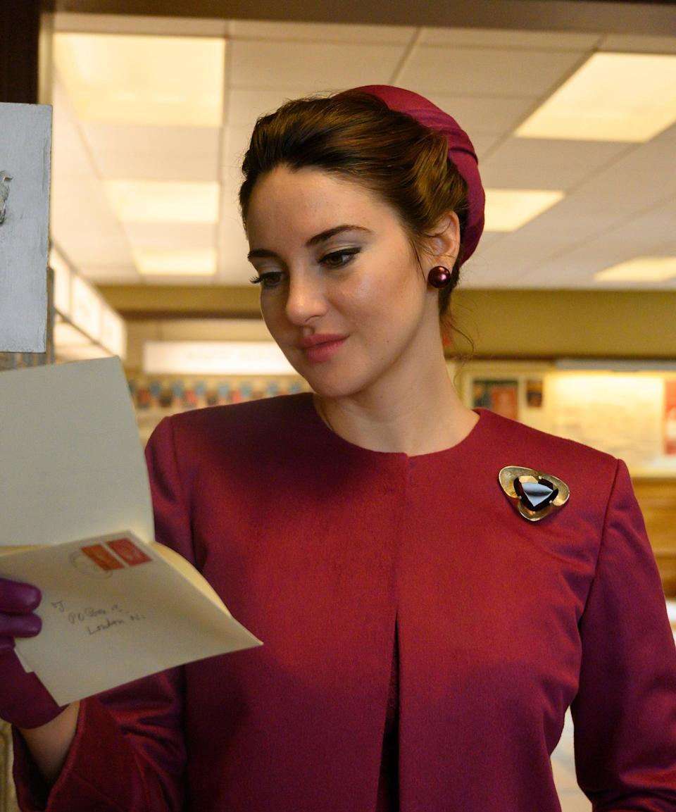 """<h2>Shailene Woodley Plays Jennifer</h2><br>Jennifer is at the centre of the story that takes place in the 1960s. She's a wealthy woman, who seems to have an amazing life from the outside, but on the inside is crying dramatically in her bathtub.<br><br>Shailene Woodley plays Jennifer. The actor is known for <em>The</em> <em>Descendants</em>, the <em>Divergent</em> series, <a href=""""https://www.refinery29.com/en-us/2018/01/188288/big-little-lies-cast-getting-bigger-paychecks-in-season-2"""" rel=""""nofollow noopener"""" target=""""_blank"""" data-ylk=""""slk:and"""" class=""""link rapid-noclick-resp"""">and </a><em><a href=""""https://www.refinery29.com/en-us/2018/01/188288/big-little-lies-cast-getting-bigger-paychecks-in-season-2"""" rel=""""nofollow noopener"""" target=""""_blank"""" data-ylk=""""slk:Big Little Lies"""" class=""""link rapid-noclick-resp"""">Big Little Lies</a></em><a href=""""https://www.refinery29.com/en-us/2018/01/188288/big-little-lies-cast-getting-bigger-paychecks-in-season-2"""" rel=""""nofollow noopener"""" target=""""_blank"""" data-ylk=""""slk:."""" class=""""link rapid-noclick-resp"""">.</a><span class=""""copyright"""">Photo: Courtesy of Netflix.</span>"""