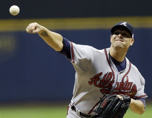 Atlanta Braves starting pitcher Tim Hudson throws during the first inning of a baseball game against the Milwaukee Brewers, Tuesday, Sept. 11, 2012, in Milwaukee. (AP Photo/Morry Gash)