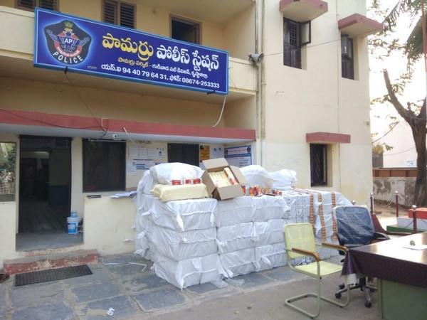 A visual of Gutkha, other items seized.