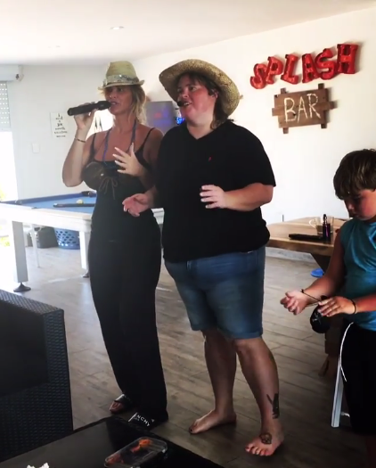"""<p>""""Morning fun with @cheftraceybloom #YupWeAreSober,"""" Kim wrote beside an image of herself and her personal chef/friend Tracy singing their hearts out while wearing straw hats. (Photo: <a href=""""https://www.instagram.com/p/BVCxJPphIHQ/"""" rel=""""nofollow noopener"""" target=""""_blank"""" data-ylk=""""slk:Kim Zolciak-Biermann via Instagram"""" class=""""link rapid-noclick-resp"""">Kim Zolciak-Biermann via Instagram</a>) </p>"""