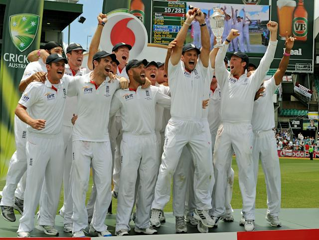 The England team celebrate after winning the fifth Ashes cricket Test at the Sydney Cricket Ground on January 7, 2011. Dominant England claimed their first Ashes series in Australia for 24 years with their third innings victory over the home team in the final Sydney Test. IMAGE STRICTLY RESTRICTED TO EDITORIAL USE - STRICTLY NO COMMERCIAL USE TOPSHOTS AFP PHOTO / Greg WOOD (Photo credit should read GREG WOOD/AFP/Getty Images)