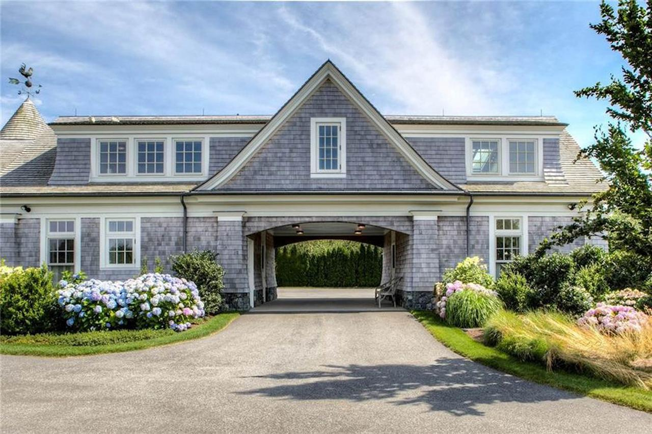 <p>Known as the 'Bird House', the home previously owned to Campbell Soup heiress Dorrance Hamilton, who passed away last year. Photo: Australscope </p>