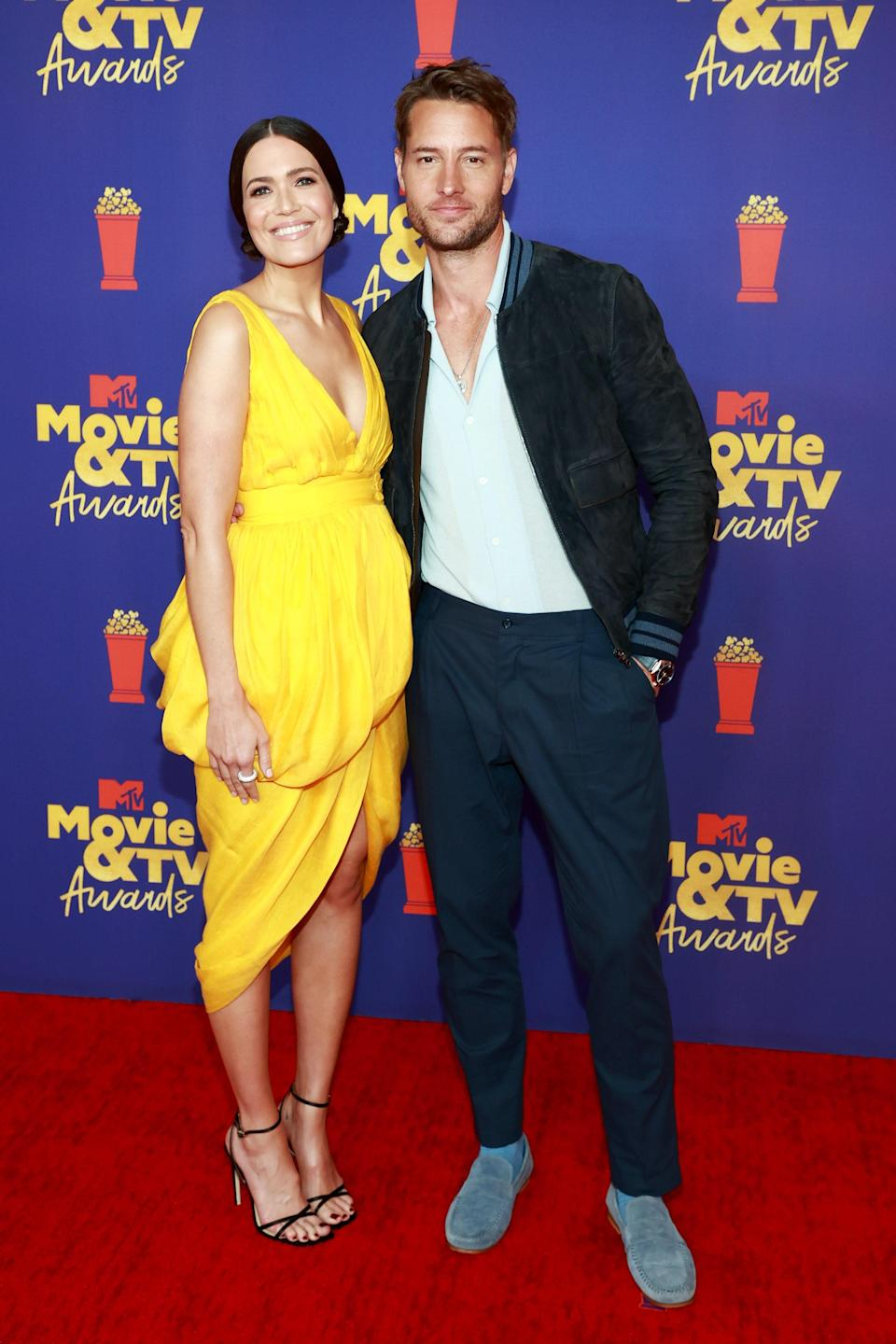 The red carpet shined a little brighter thanks to Mandy Moore's golden yellow dress. Styled by Kevin Michael Ericson, Mandy was glowing in a pair of strappy black Jimmy Choo heels and a layered Altuzarra dress. Justin Hartley, her This Is Us co-star, opted for a casual take on the classic suit.