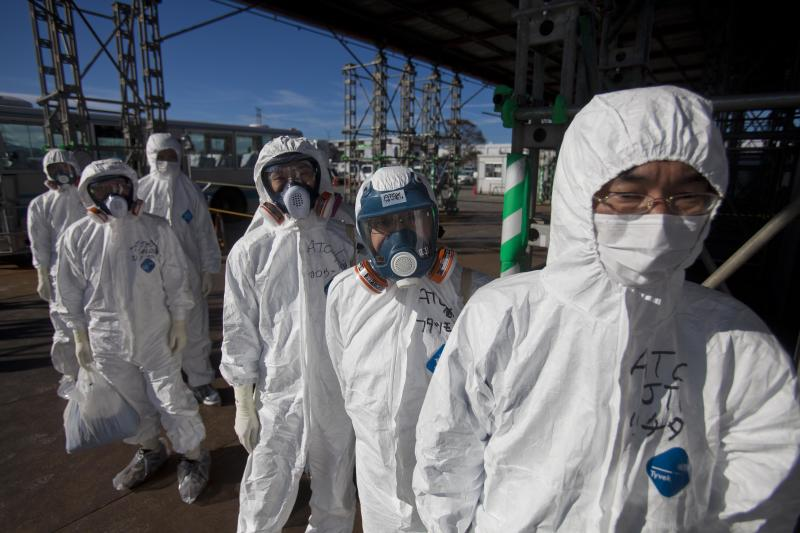 Stricken Japan nuke plant struggles to keep staff