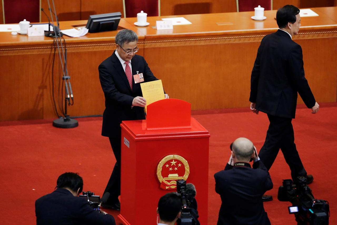 Hu Chunhua, member of Political Bureau of CPC Central Committee, casts his ballot next to Chongqing party secretary Chen Miner at the seventh plenary session of the National People's Congress (NPC) at the Great Hall of the People in Beijing, China March 19, 2018.  REUTERS/Jason Lee