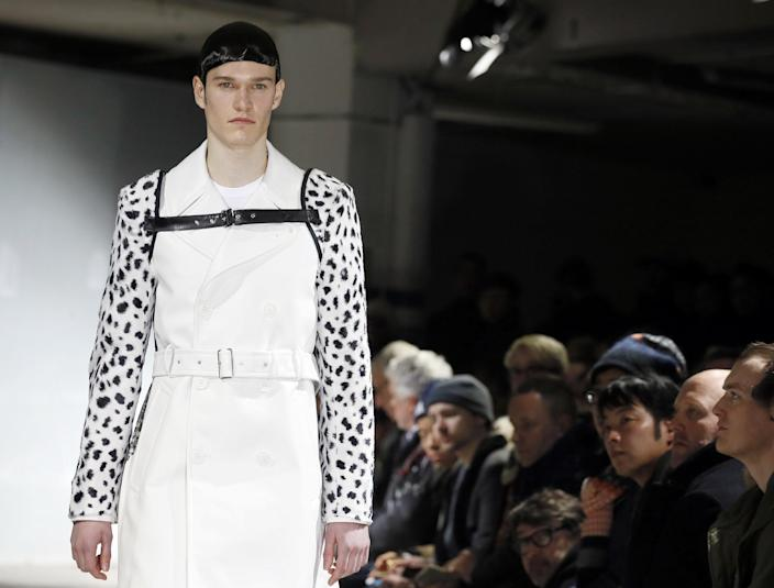 A model presents a creation by Comme des Garçons on January 23, 2015 during the men's Fall/Winter 2015 ready-to-wear collection fashion show in Paris (AFP Photo/Patrick Kovarik)