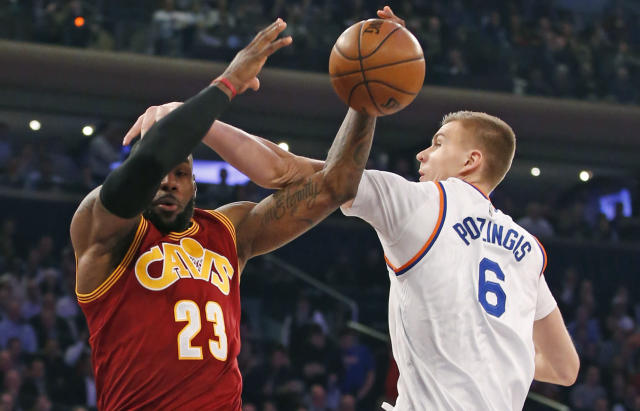 "<a class=""link rapid-noclick-resp"" href=""/nba/players/5464/"" data-ylk=""slk:Kristaps Porzingis"">Kristaps Porzingis</a> bonks <a class=""link rapid-noclick-resp"" href=""/nba/players/3704/"" data-ylk=""slk:LeBron James"">LeBron James</a> on the head. (AP)"