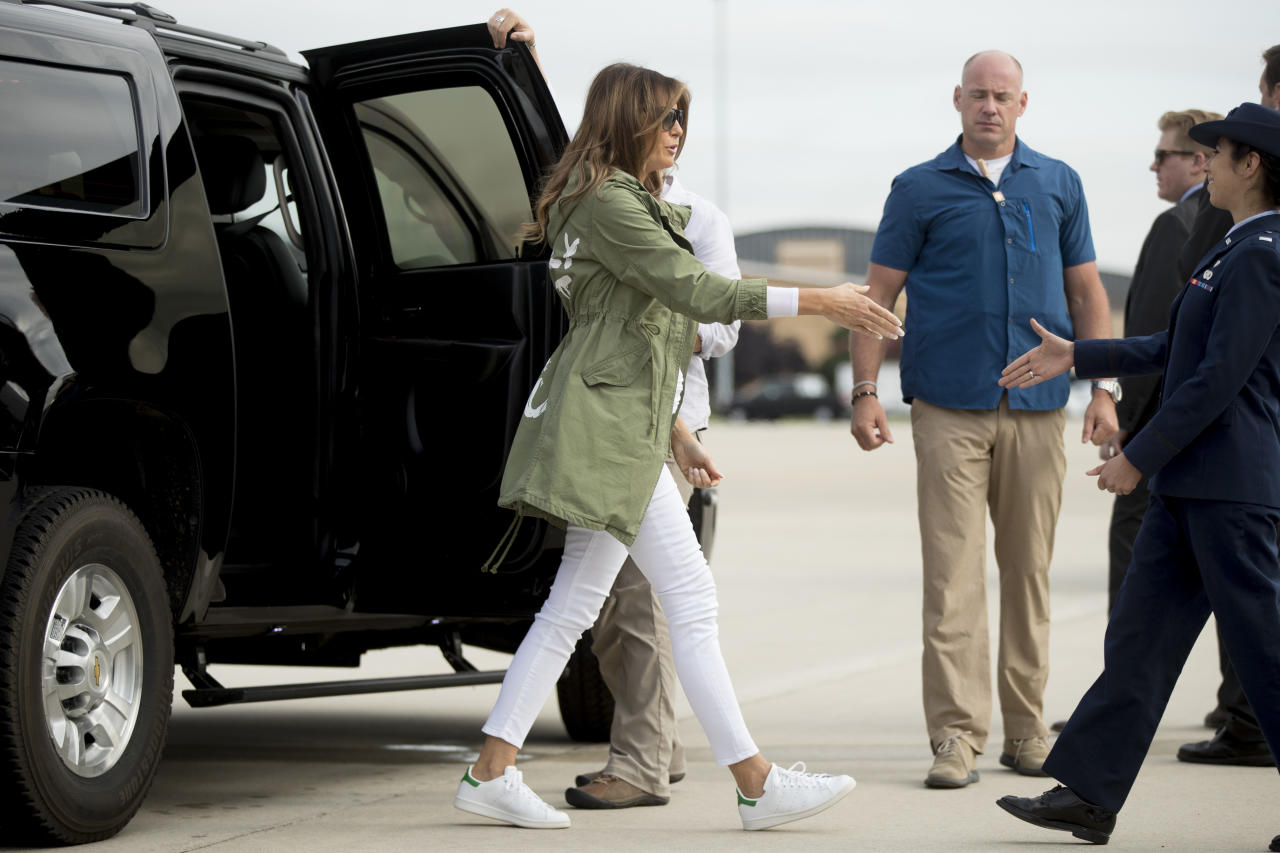 <p>First lady Melania Trump arrives to board a plane at Andrews Air Force Base, Md., Thursday, June 21, 2018, to travel to Texas to visit the U.S.-Mexico border. (Photo: Andrew Harnik/AP) </p>