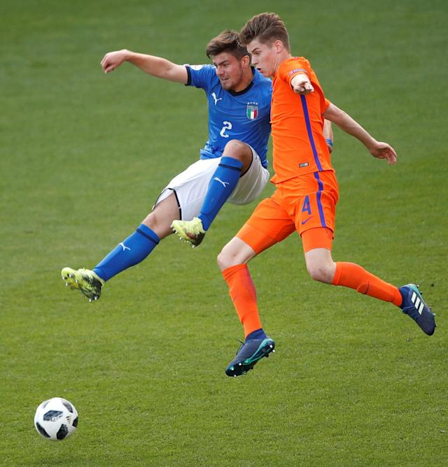 Soccer Football - UEFA European Under-17 Championship Final - Italy vs Netherlands - AESSEAL New York Stadium, Rotherham, Britain - May 20, 2018 Italy's Alberto Barazzetta in action with the Netherland's Ramon Hendriks Action Images via Reuters/Carl Recine