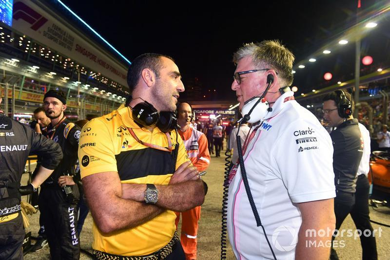 """Otmar Szafnauer, Racing Point Force India Team Principal and Cyril Abiteboul, Renault Sport F1 Managing Director on the grid <span class=""""copyright"""">Mark Sutton / Motorsport Images</span>"""