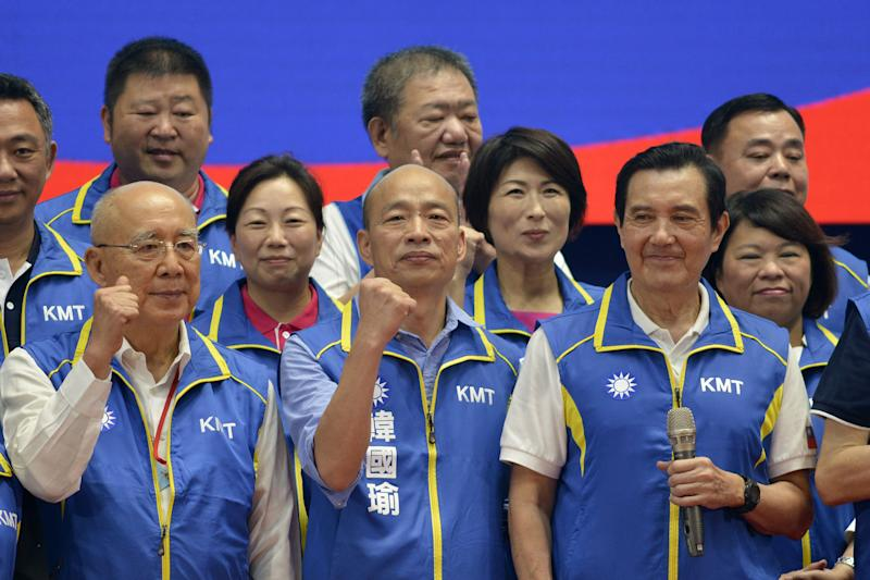 """Kuomintang (KMT) party's presidential candidate Han Kuo-yu (C) gestures while posing with party dignitaries during the KMT national congress in Taipei on July 28, 2019. - Taiwan's upcoming elections will be a """"heart-pounding, soul-stirring battle"""" for the island's future, Beijing-friendly candidate Han Kuo-yu said July 28 in his first speech since becoming the opposition party's presidential candidate. (Photo by Chris STOWERS / AFP) (Photo credit should read CHRIS STOWERS/AFP via Getty Images)"""