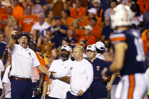 Auburn RB Shivers gets into pregame skirmish with Florida players