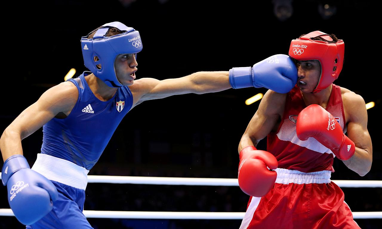 LONDON, ENGLAND - AUGUST 03:  Robeisy Ramirez Carrazana of Cuba (L) in action with Chatchai Butdee of Thailand during the Men's Fly (52kg) Boxing on Day 7 of the London 2012 Olympic Games at ExCeL on August 3, 2012 in London, England.  (Photo by Scott Heavey/Getty Images)