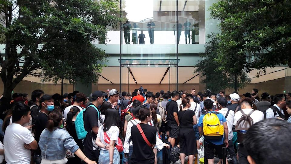 The Singapore sales launch of the latest iPhone XS at the Apple Store in Orchard Road on Friday, 21 September 2018. (Photo: Yahoo Lifestyle Singapore/Abdul Rahman Azhari)