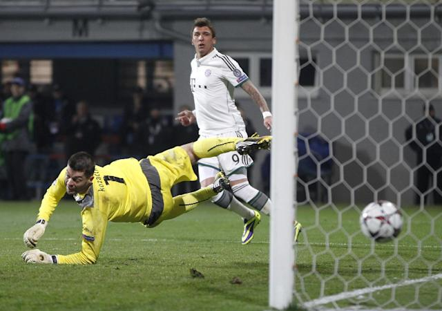 Bayern's Mario Mandzukic, top, scores past Viktoria Plzen goalkeeper Matus Kozacik, bottom, during their Champions League Group D soccer match between Viktoria Pilsen and Bayern Munich in Pilsen, Czech Republic, Tuesday, Nov. 5, 2013. (AP Photo/Petr David Josek)