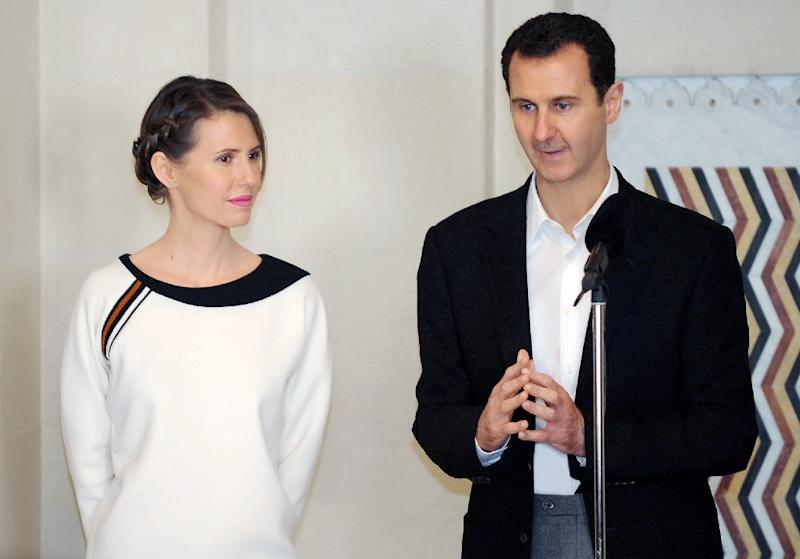Syrian President Bashar al-Assad (R) speaking next to his wife Asma in the capital Damascus on March 21, 2016