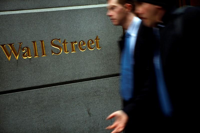People walk past the New York Stock Exchange on Wall Street, February 10, 2009. REUTERS/Eric Thayer