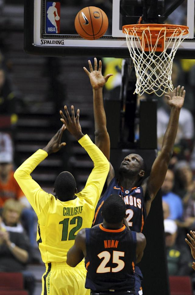 Oregon guard Jason Calliste (12) shoots the ball over Illinois' Nnanna Egwu, front right, during the first half of an NCAA college basketball game in Portland, Or., Saturday, Dec. 14, 2013. (AP Photo/Steve Dykes)
