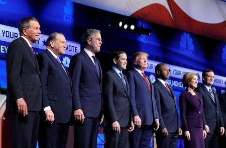 Republican U.S. presidential candidates pose before the start of the 2016 U.S. Republican presidential candidates debate held by CNBC in Boulder