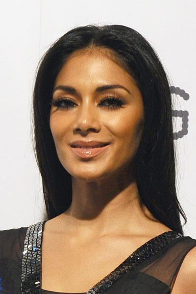 So as not to overshadow the magnificent dress, Scherzinger wore minimal makeup, choosing a nude lip colour and modest amounts of eyeliner and shadow. The stunner also wore her hair down and relaxed. (Photo by Ferdaus Shamim/WireImage)