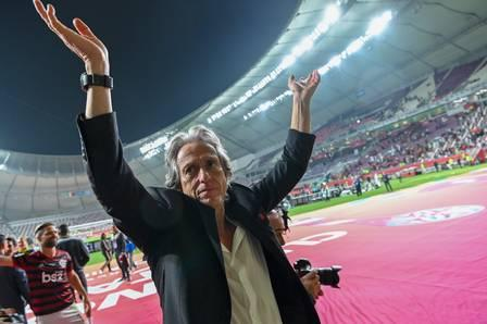 86198551_Flamengo's coach Jorge Jesus greets the crowd following his team's victory during the 2.jpg