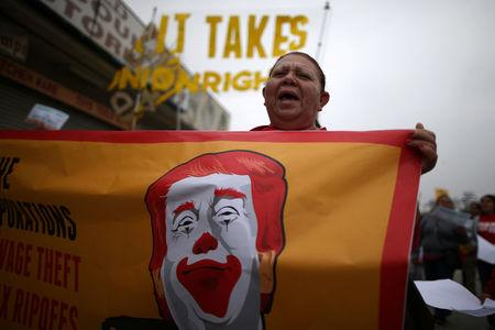 "Fast food workers and supporters protest outside of a McDonald's restaurant for higher wages and union rights as part of the national ""Fight for $15"" movement in Los Angeles, California, U.S., May 24, 2017. REUTERS/Lucy Nicholson"