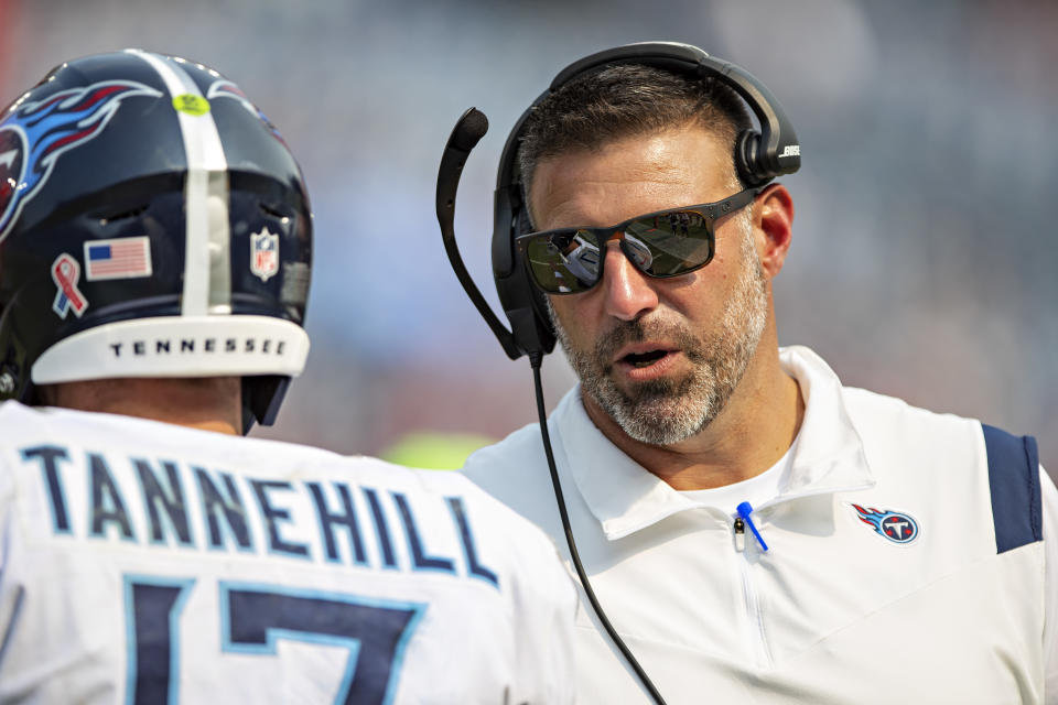Tennessee Titans coach Mike Vrabel talks with Ryan Tannehill during a game against the Arizona Cardinals on Sept. 12, 2021. (Wesley Hitt/Getty Images)