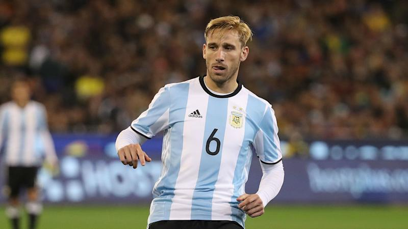 Lucas Biglia mobbed ahead of AC Milan move