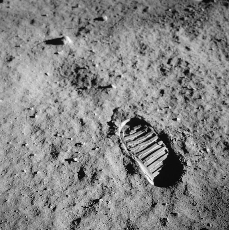 apollo11-footprint