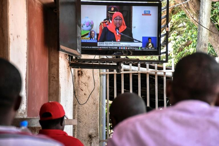 Tanzanians watch the swearing in on television