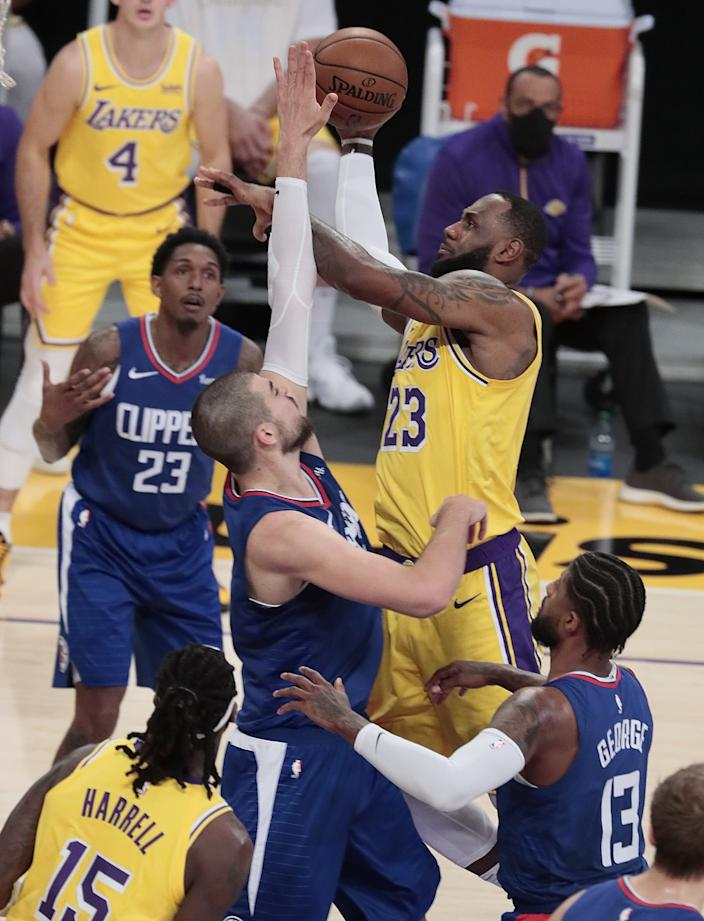 Lakers forward LeBron James is defended by Clippers center Ivica Zubac.