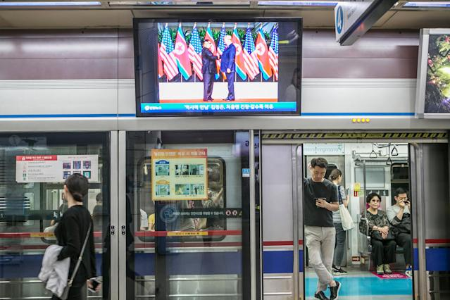 <p>The scene at a subway station in Seoul on Tuesday. (Photo: Jean Chung/Bloomberg via Getty Images) </p>