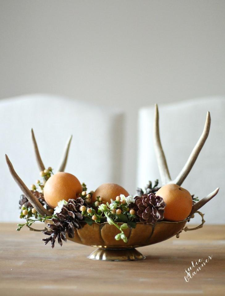 "<p>The best thing about this centerpiece (other than the antlers) is that it only takes five minutes to set up.</p><p><strong>Get the tutorial at <a rel=""nofollow"" href=""https://julieblanner.com/5-minute-thanksgiving-centerpiece/"">Julie Blanner. </a></strong></p>"