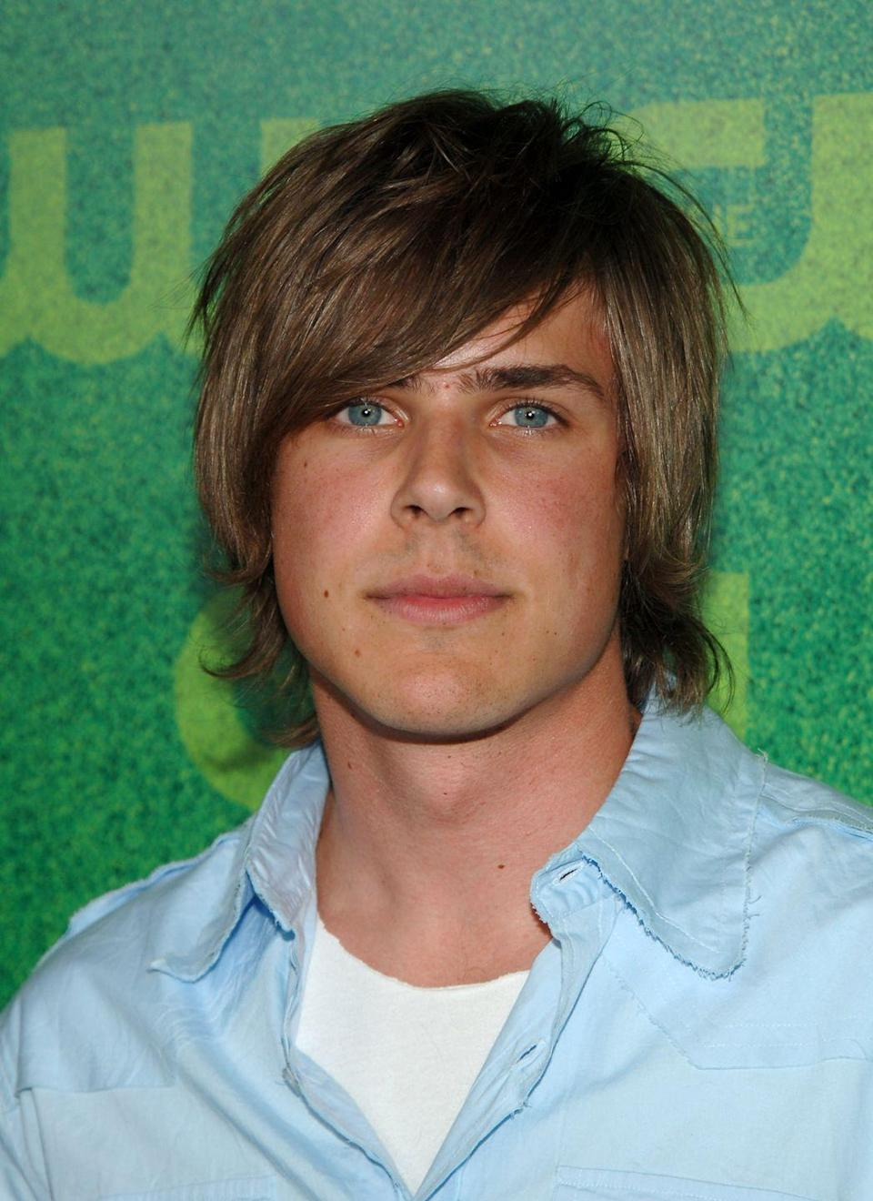 "<p>Chris Lowell's character Stosh ""Piz"" Piznarski was named <a href=""https://www.vanityfair.com/hollywood/2019/06/veronica-mars-oral-history-kristen-bell-rob-thomas"" rel=""nofollow noopener"" target=""_blank"" data-ylk=""slk:after Mark Piznarski"" class=""link rapid-noclick-resp"">after Mark Piznarski</a>, who directed the pilot episode.</p>"