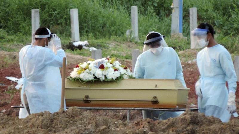 Brazil: Burial in the cemetery of Recife