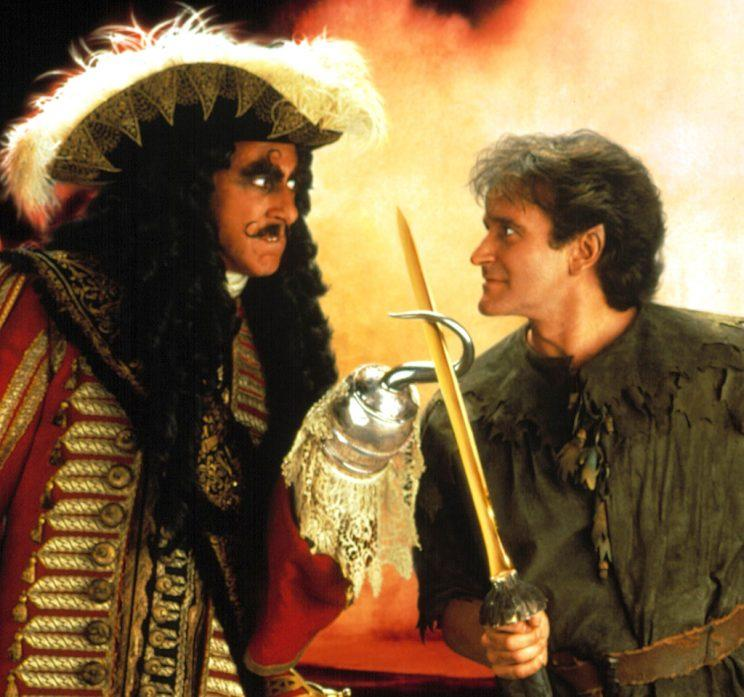 Dustin Hoffman and Robin Williams facing off in 'Hook' (Photo: Everett Collection)